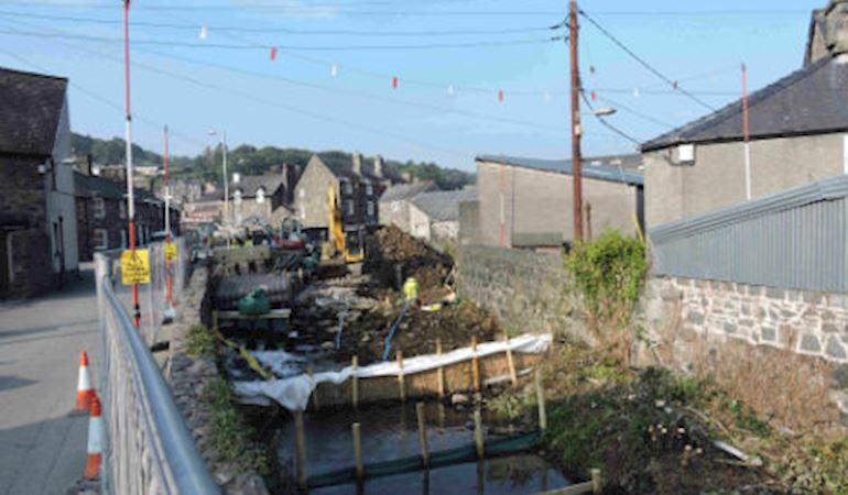 Flood defences being improved at Dolgellau
