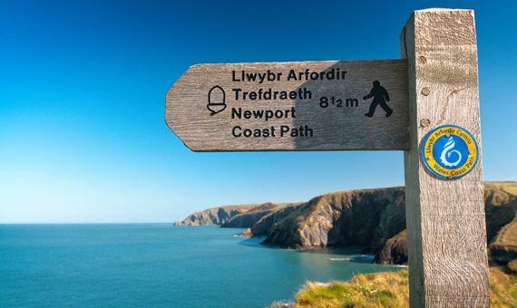 Arwydd Llwybr Afordir Cymru