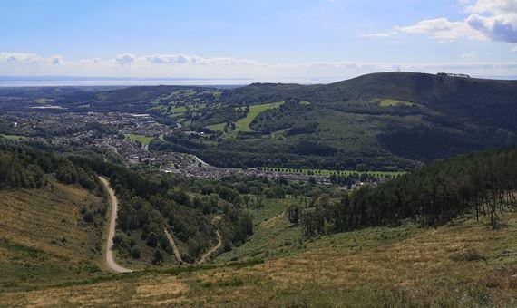 Rhodfa Coedwig Cwm Carn
